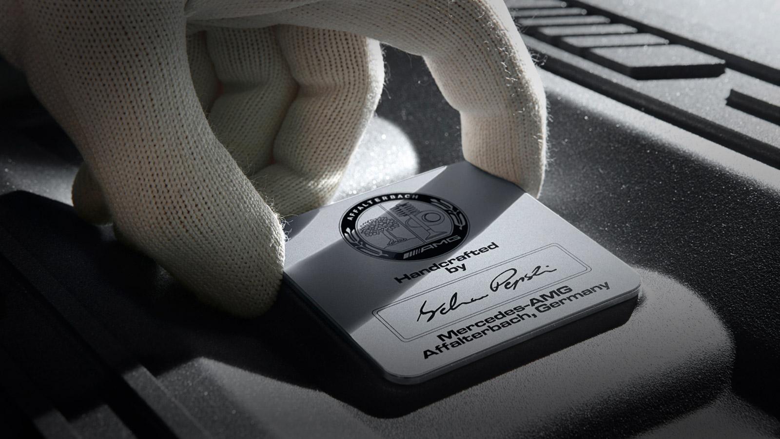 AMG Motorplakette