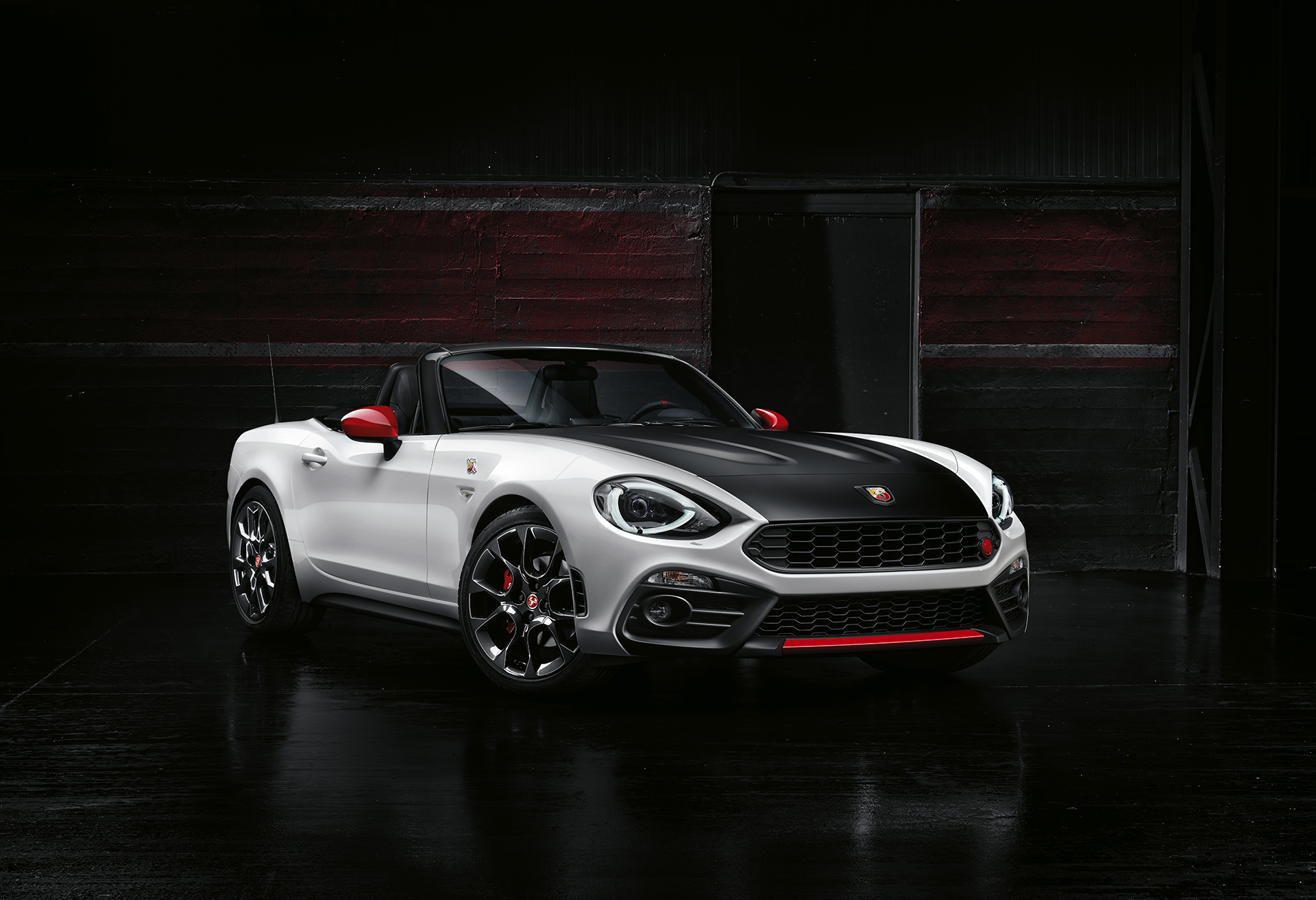 Abarth 124 spider - 2016 - profil avant / front side-face