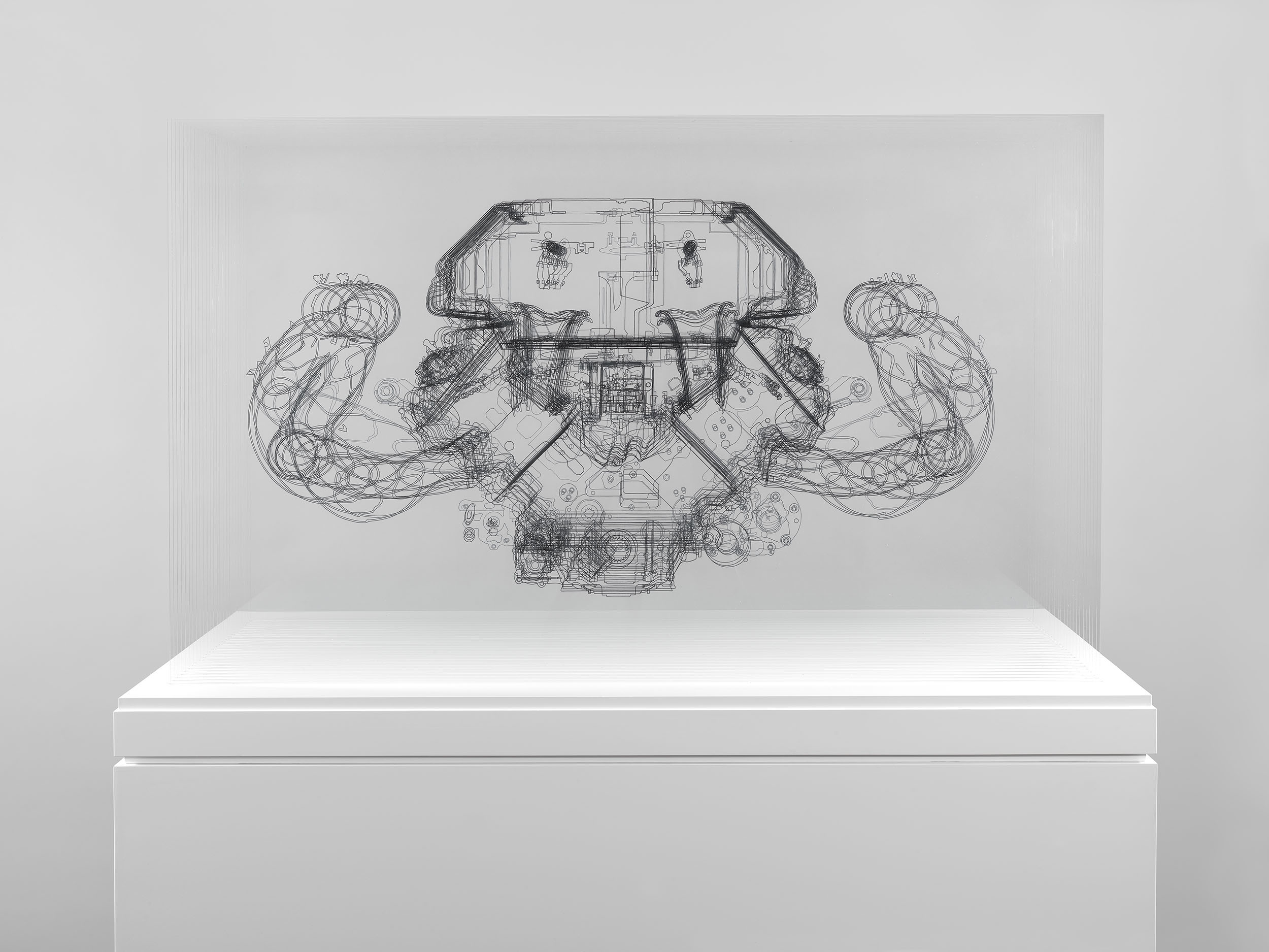 Angela Palmer - Adrenalin - V8 Engine, Ink drawing on 25 sheets of Mirogard glass, 75 x 119 x 72 cm (expo, vue de face)
