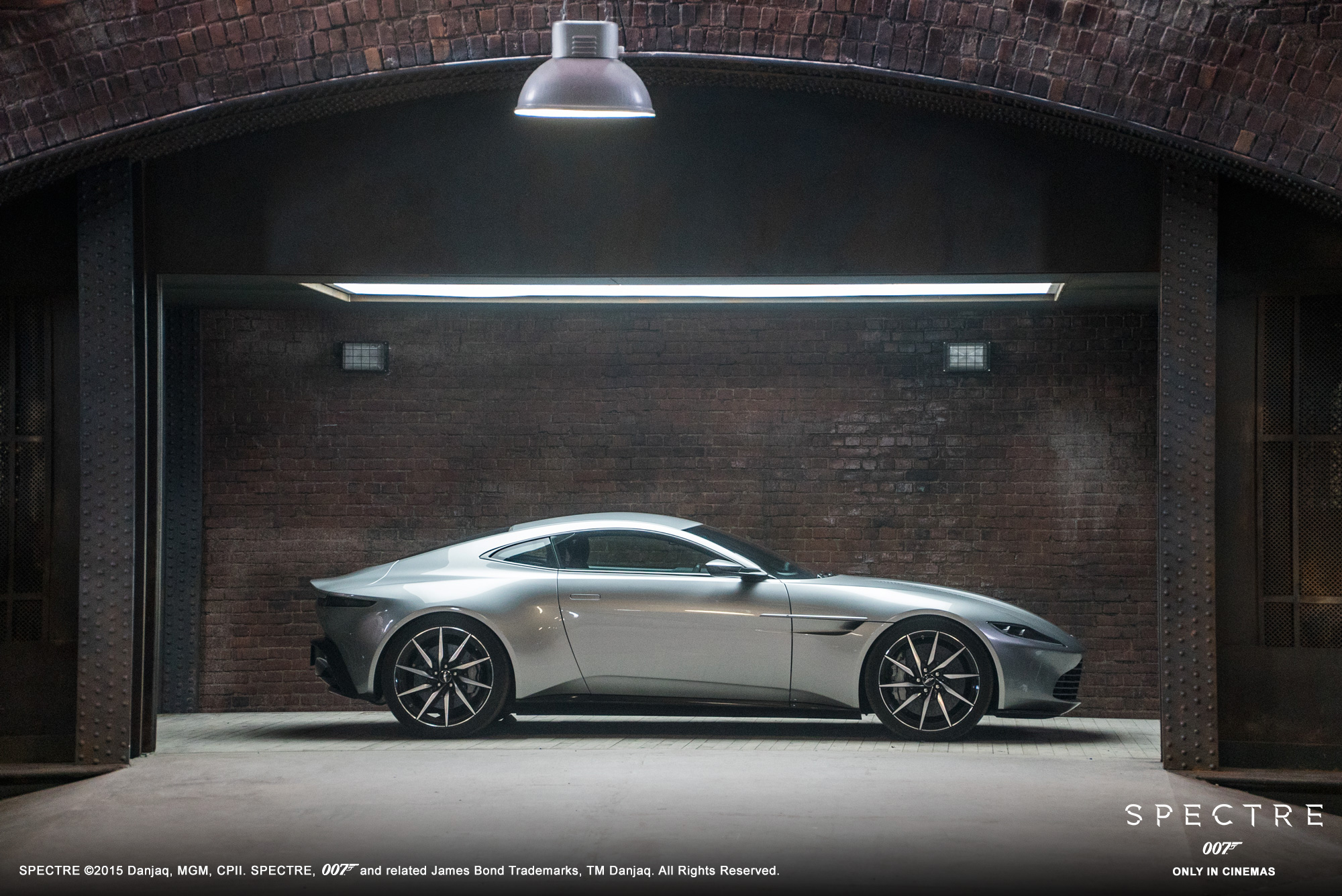 Aston Martin DB10 - Spectre 2015 - profil / side-face