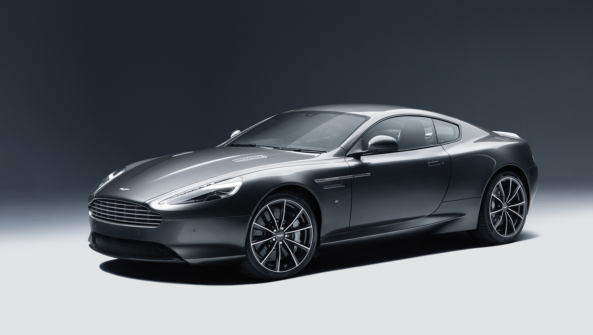 Aston Martin DB9 GT - 2015 - profil avant / front side-face