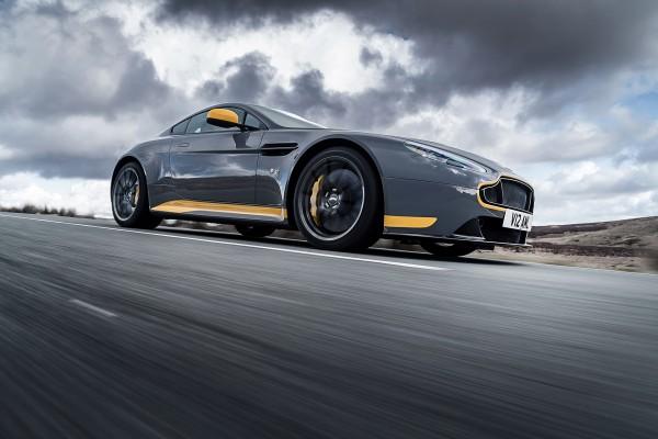 Aston Martin V12 Vantage S - 2016 - side-face / profil - on road