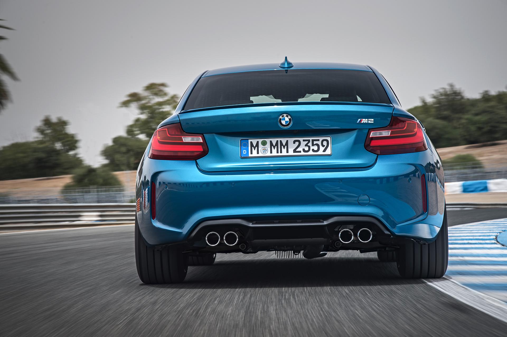 BMW M2 - 2016 - arrière / rear - sur circuit / on track