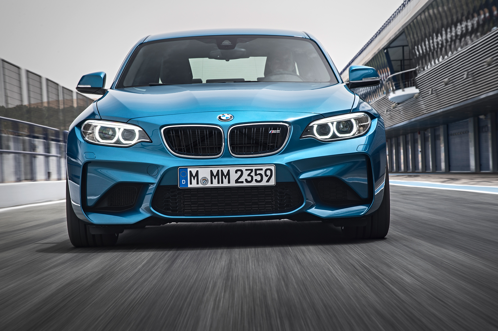 BMW M2 - 2016 - avant / front - sur circuit / on track