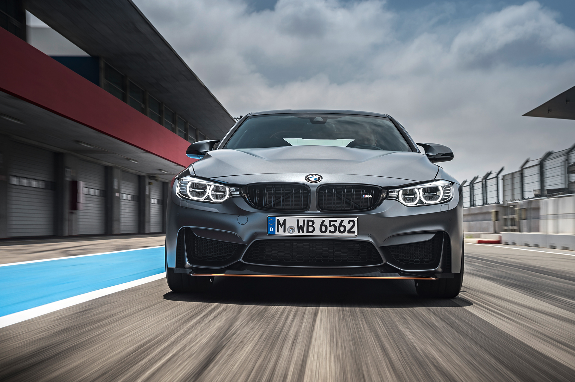 BMW M4 GTS - avant / front - sur circuit / on track
