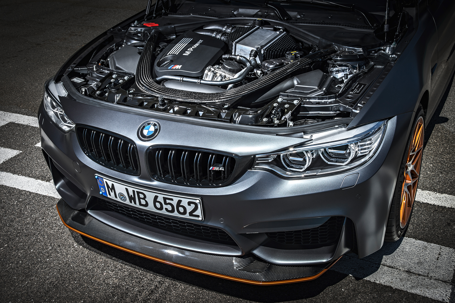 BMW M4 GTS - capot moteur / under the hood