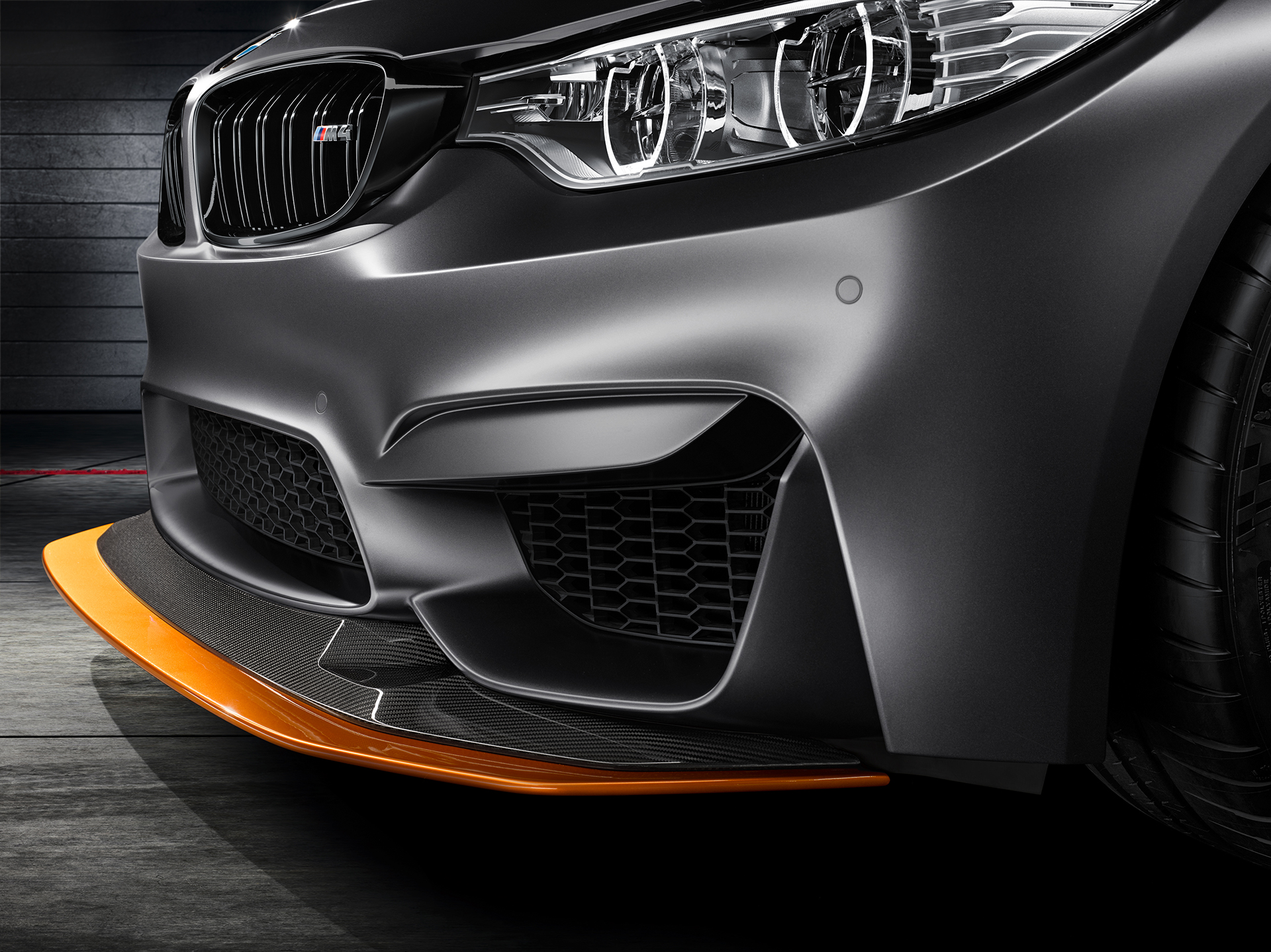 BMW M4 GTS - optique avant / front light