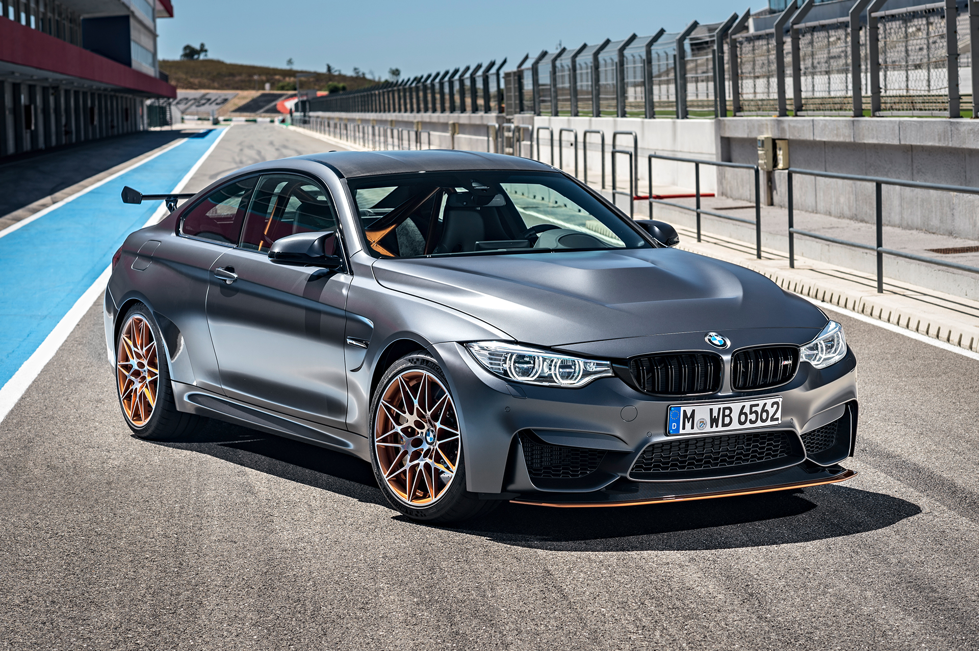 BMW M4 GTS - posé / relax - sur circuit / on track