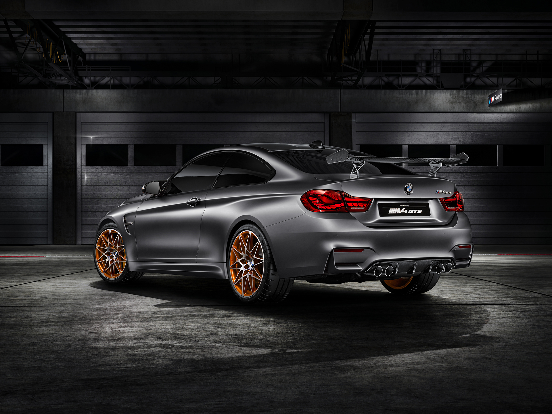 BMW M4 GTS - profil arrière / rear side-face