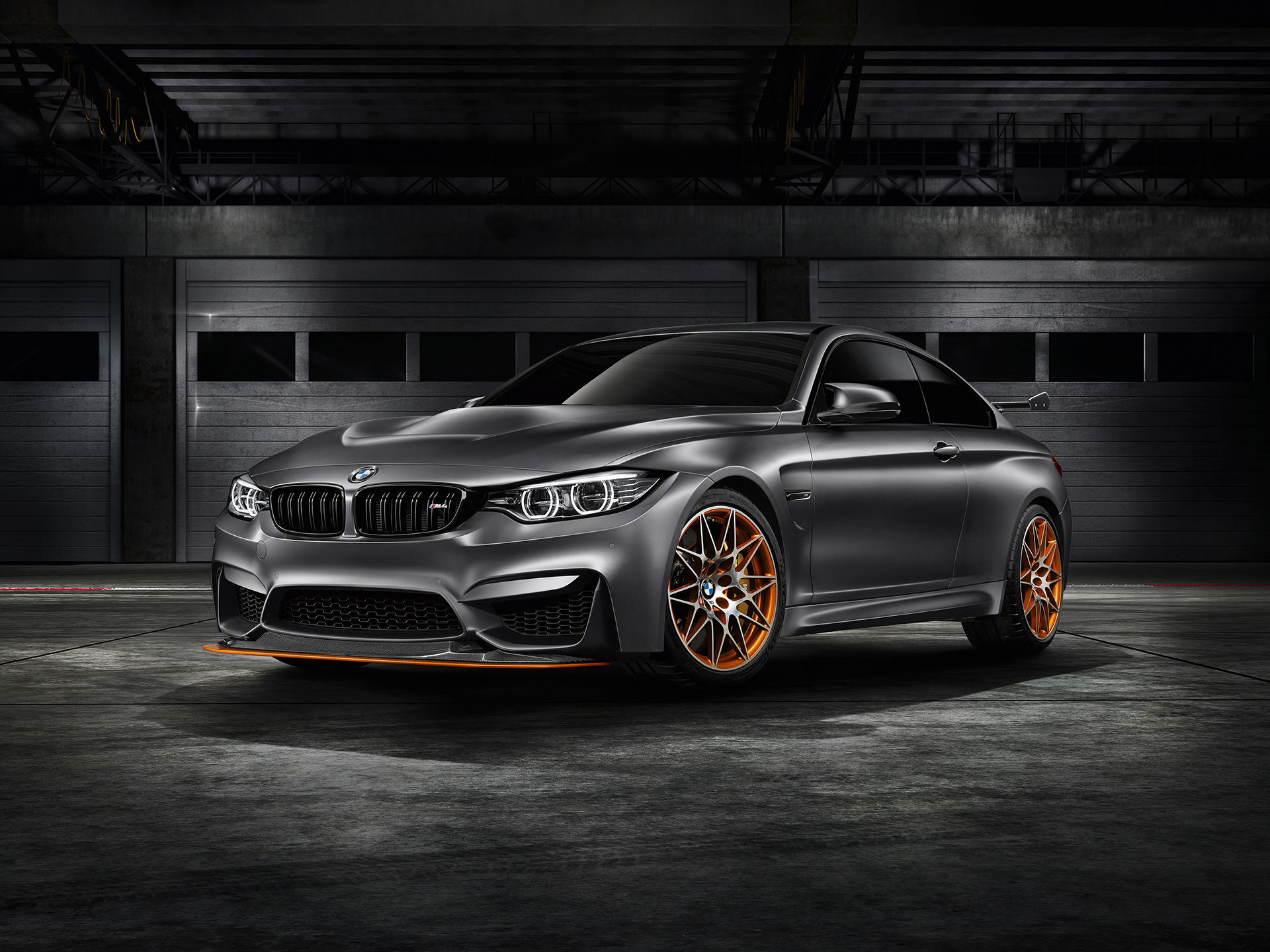 BMW M4 GTS - profil avant / front side-face