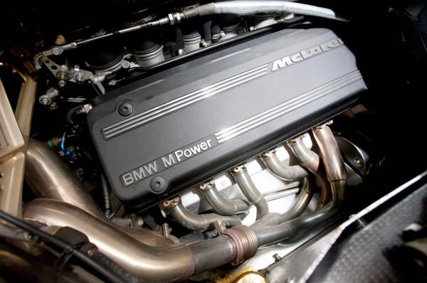 McLaren F1 - BMW V12 - engine / moteur - under the hood / sous le capot