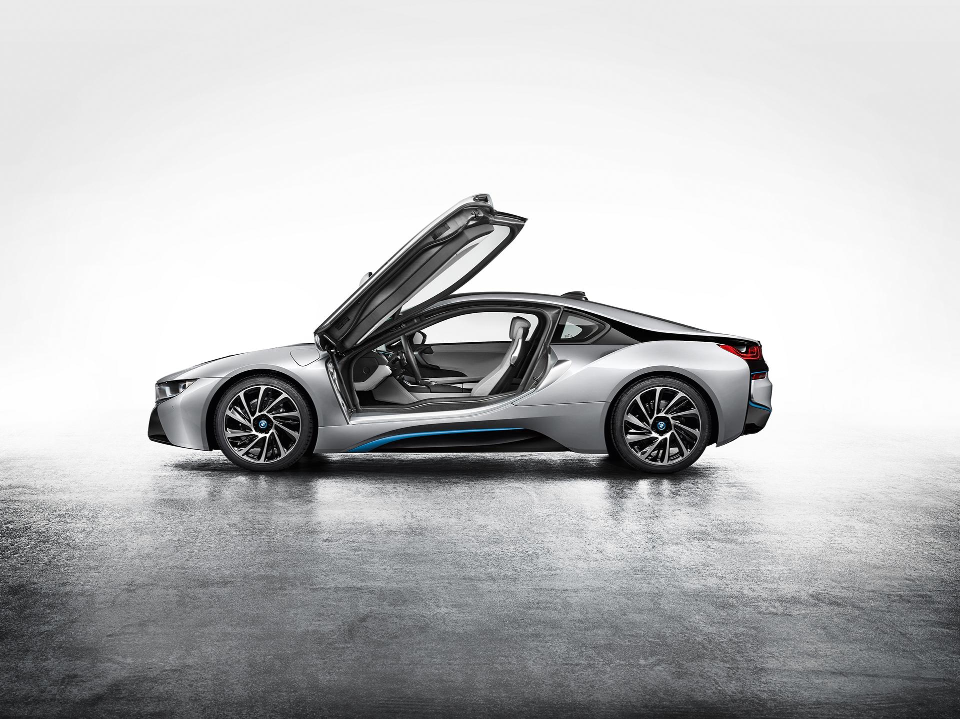 BMW i8 - opens doors / portes ouvertes