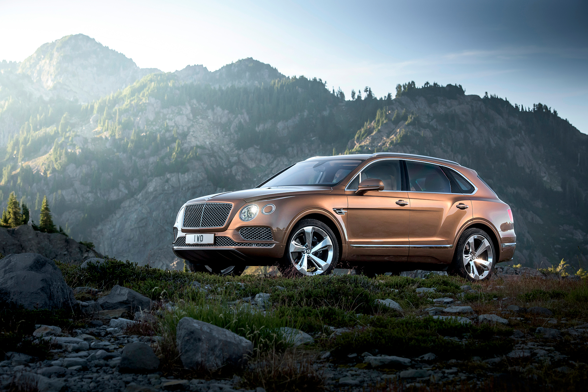Bentley Bentayga - side-face / profil