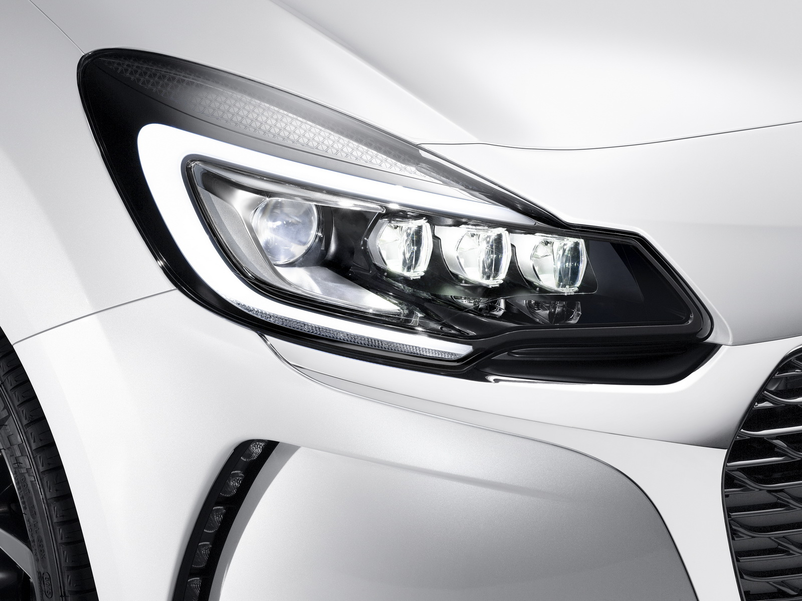DS Automobiles - 2016 - Nouvelle DS 3 - optique avant / front light