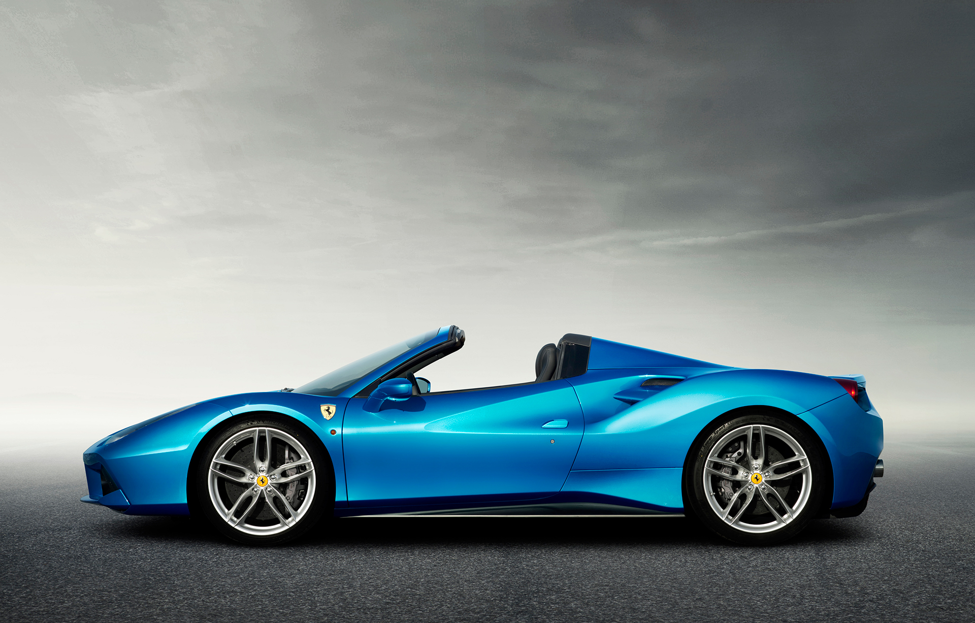 Ferrari 488 Spider - side-face / profil