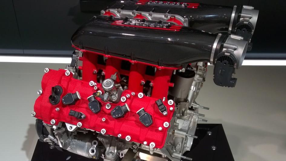 Ferrari V8 - moteur - Paris 2014 - DESIGNMOTEUR