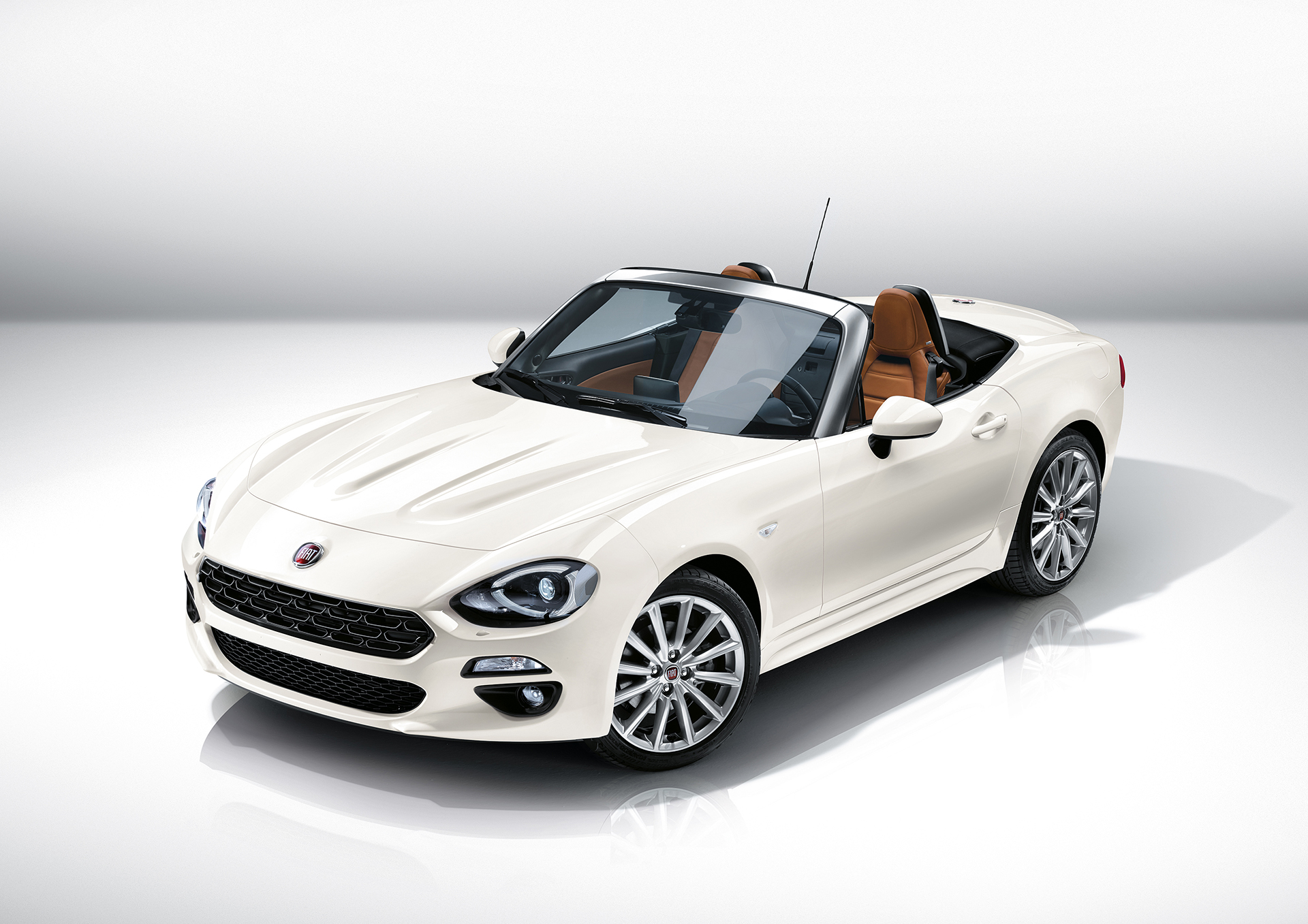 Fiat 124 Spider 2016 - profil avant / front side-face