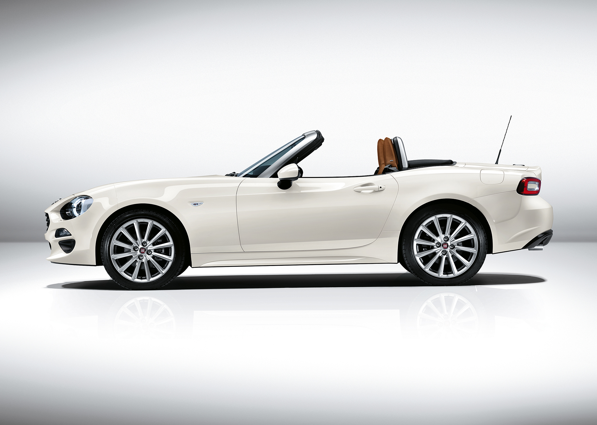 Fiat 124 Spider 2016 - profil / side-face