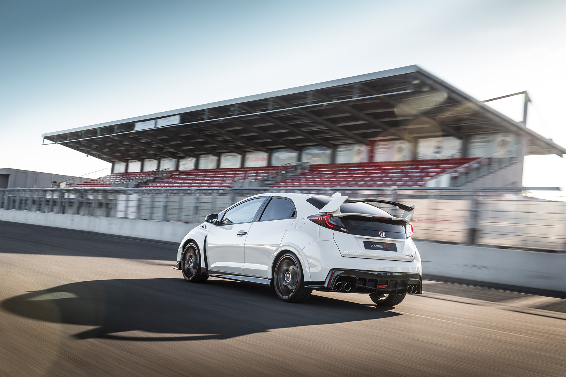Honda Civic Type R - 2015 - rear side-face / profil arrière - track / circuit