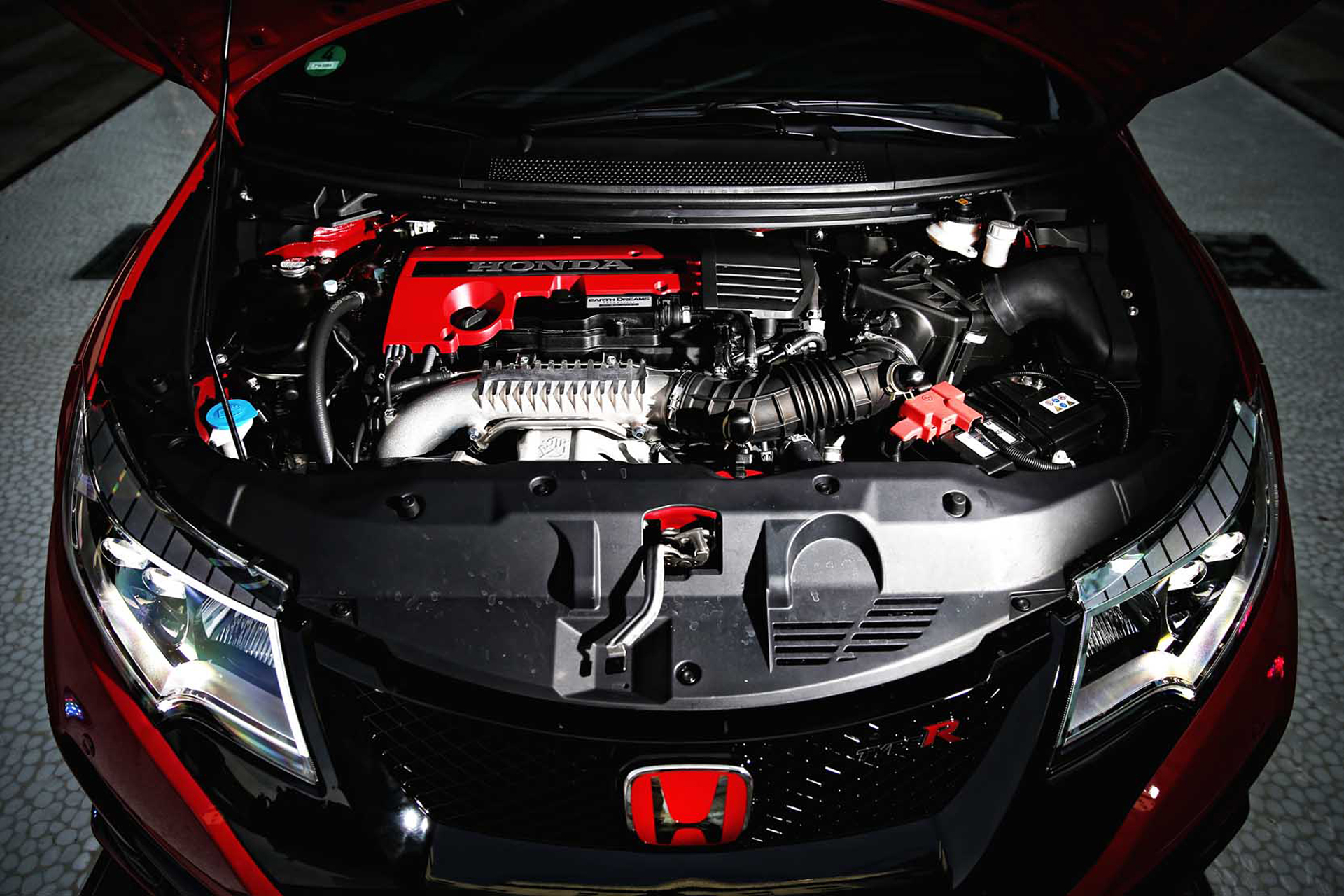 Honda Civic Type R - 2015 - under the hood / sous le capot