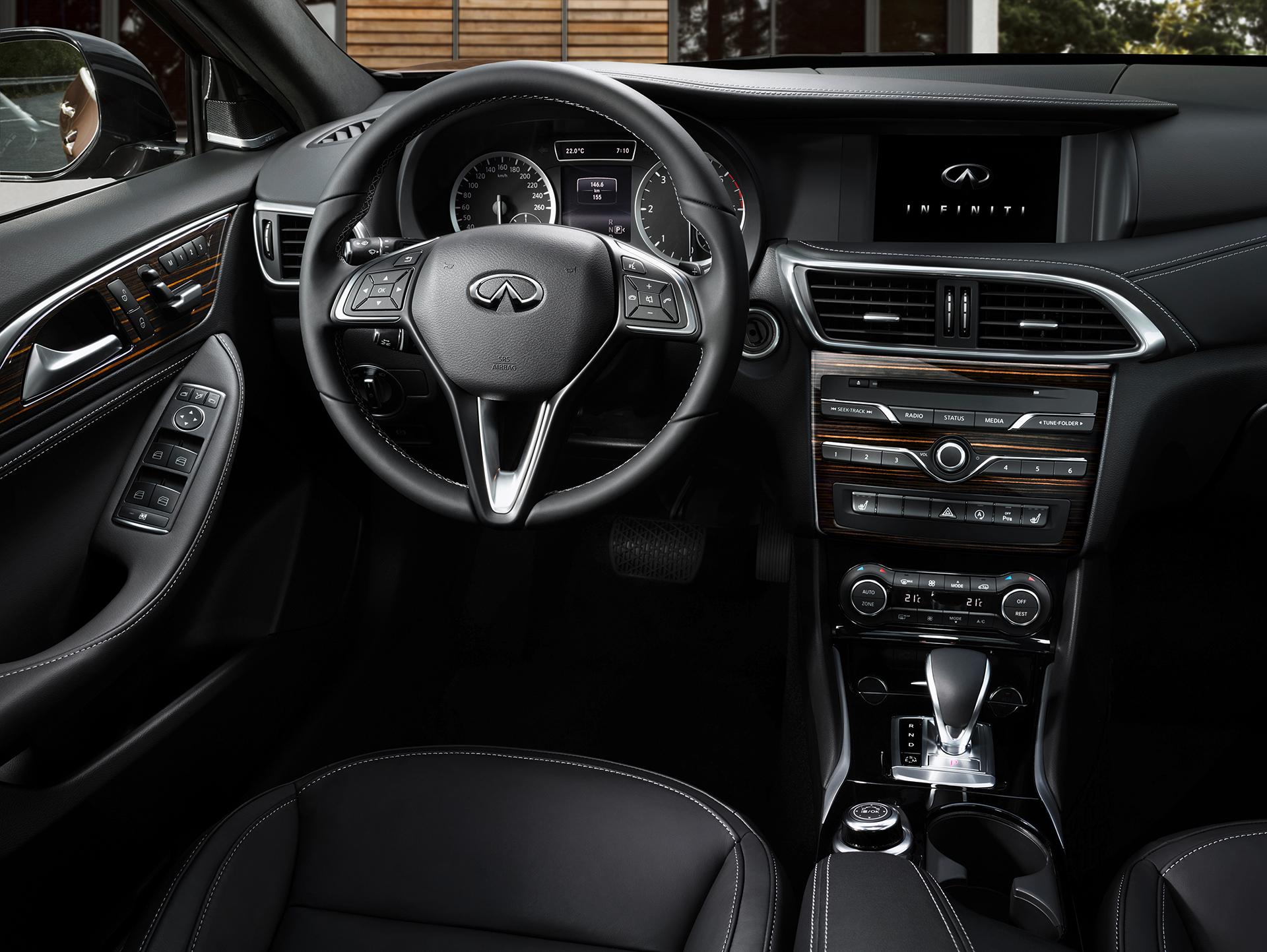 Infiniti Q30 - 2016 - interior / intérieur