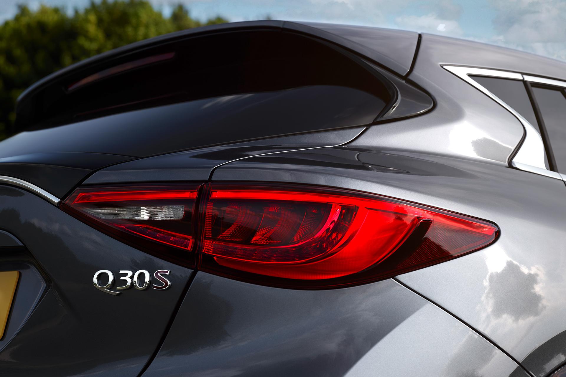 Infiniti Q30 - 2016 - rear light / optique arrière