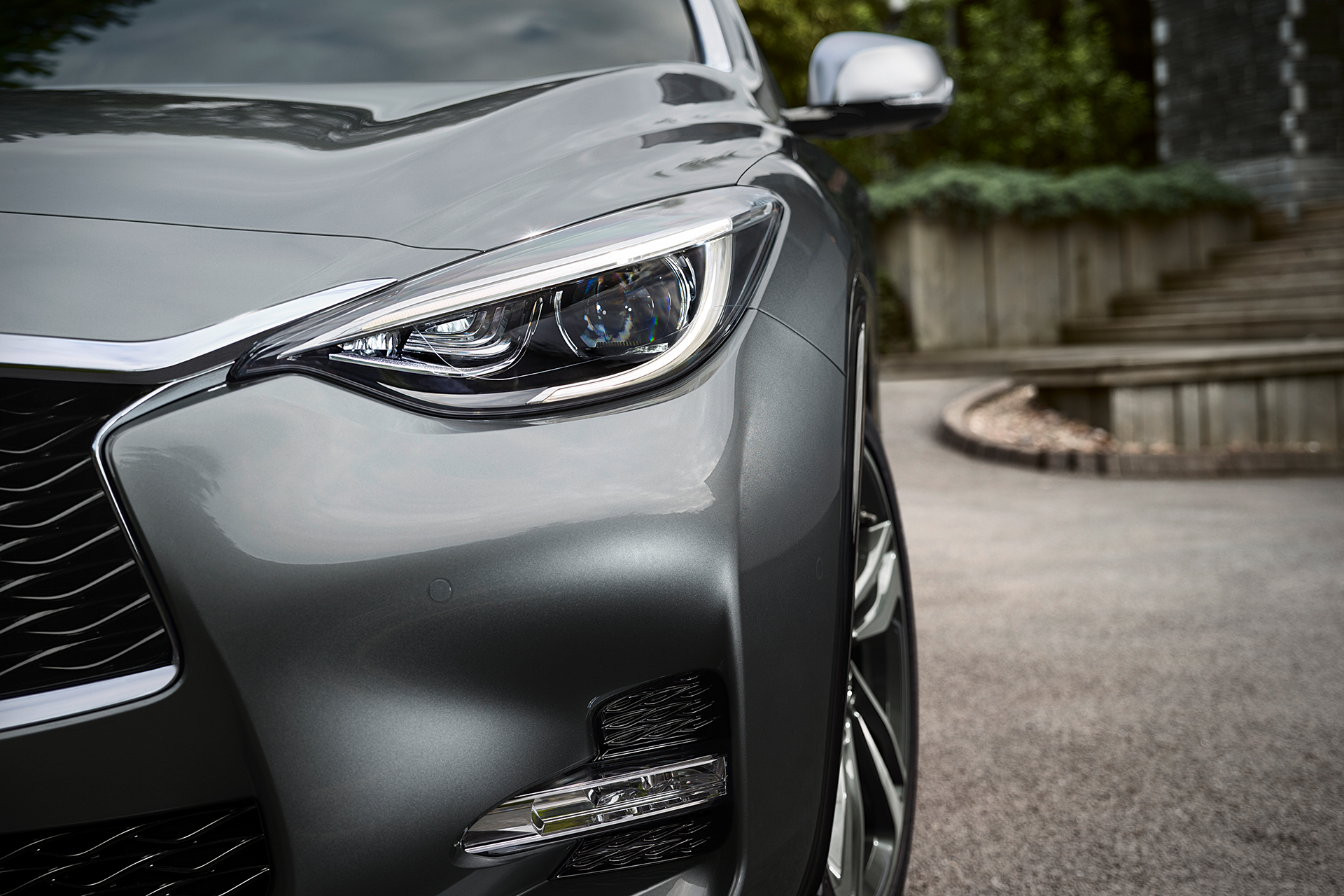Infiniti Q30 - 2016 - front light / optique avant