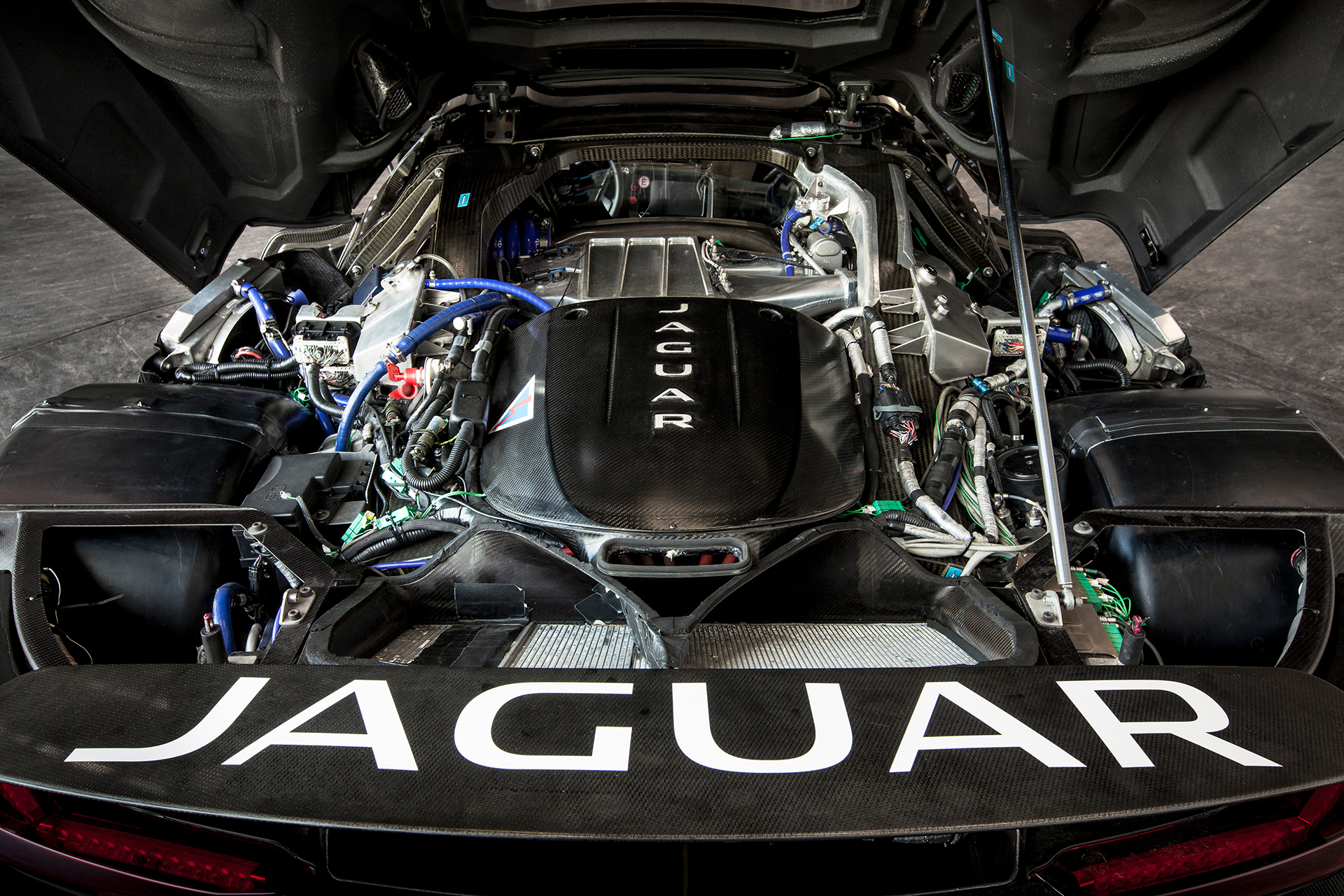 Jaguar -C-X75 - under the hood / sous le capot