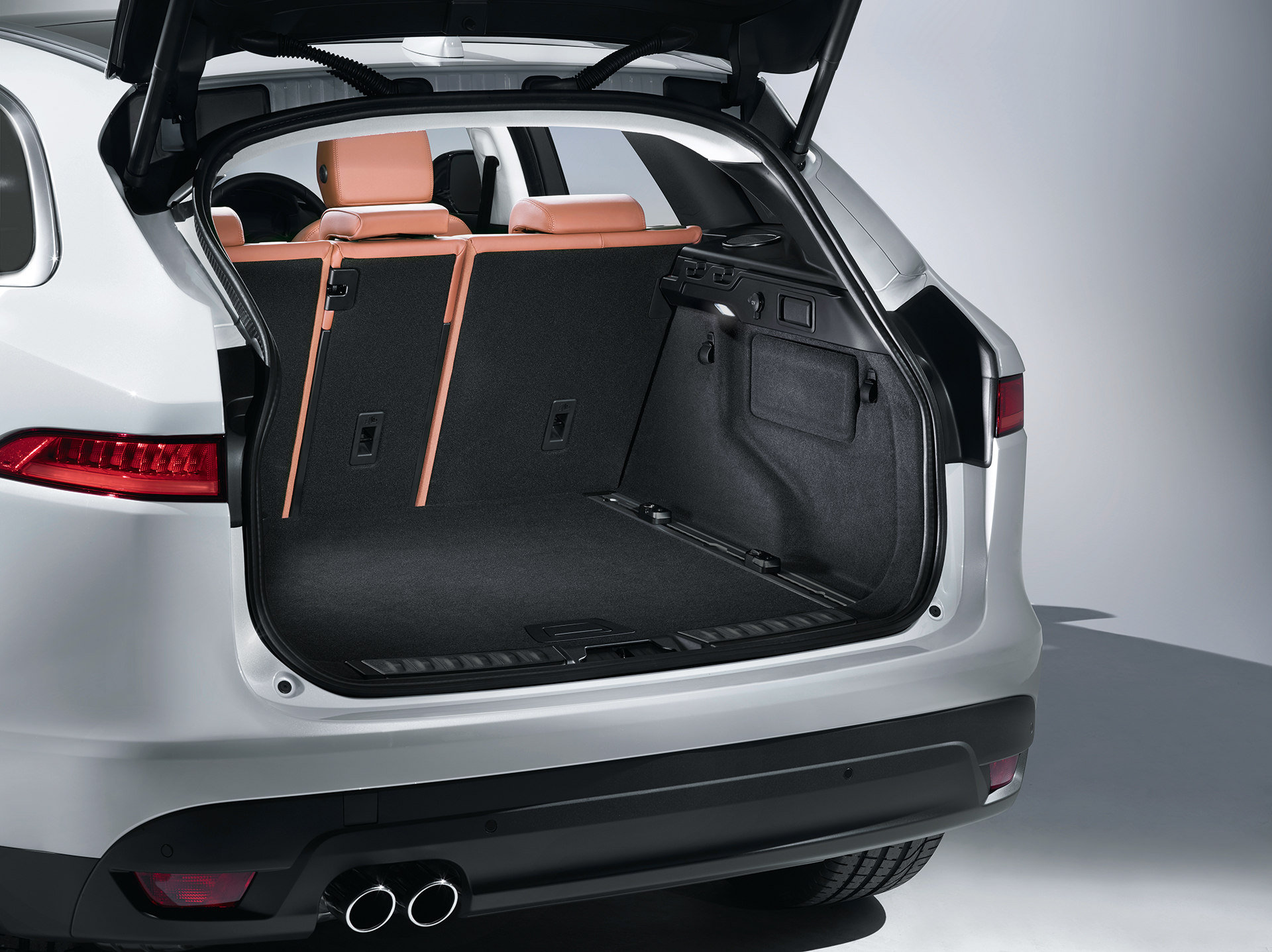 jaguar f pace le suv aux lignes f lines. Black Bedroom Furniture Sets. Home Design Ideas
