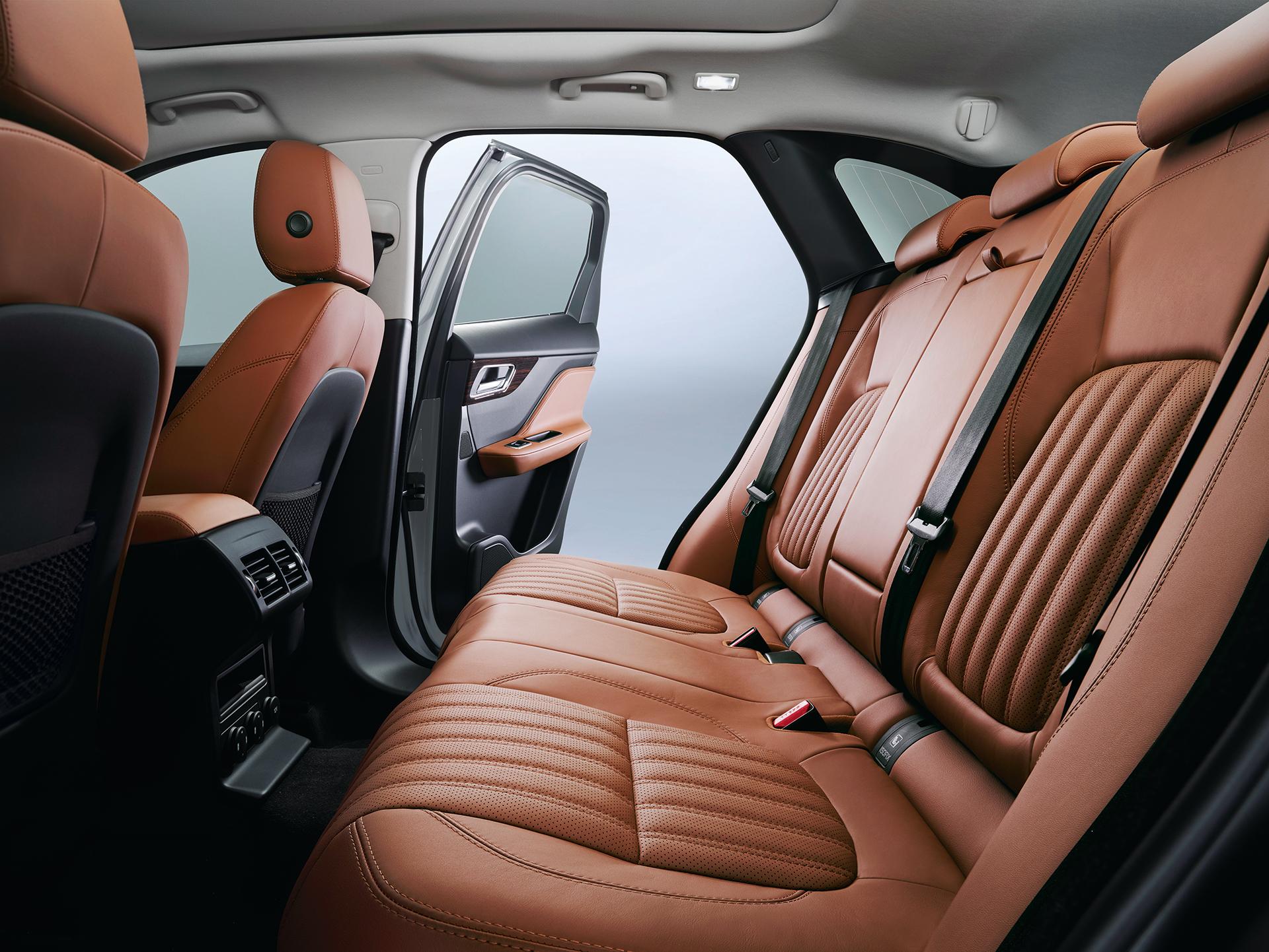 Jaguar F-PACE - rear interior / intérieur arrière