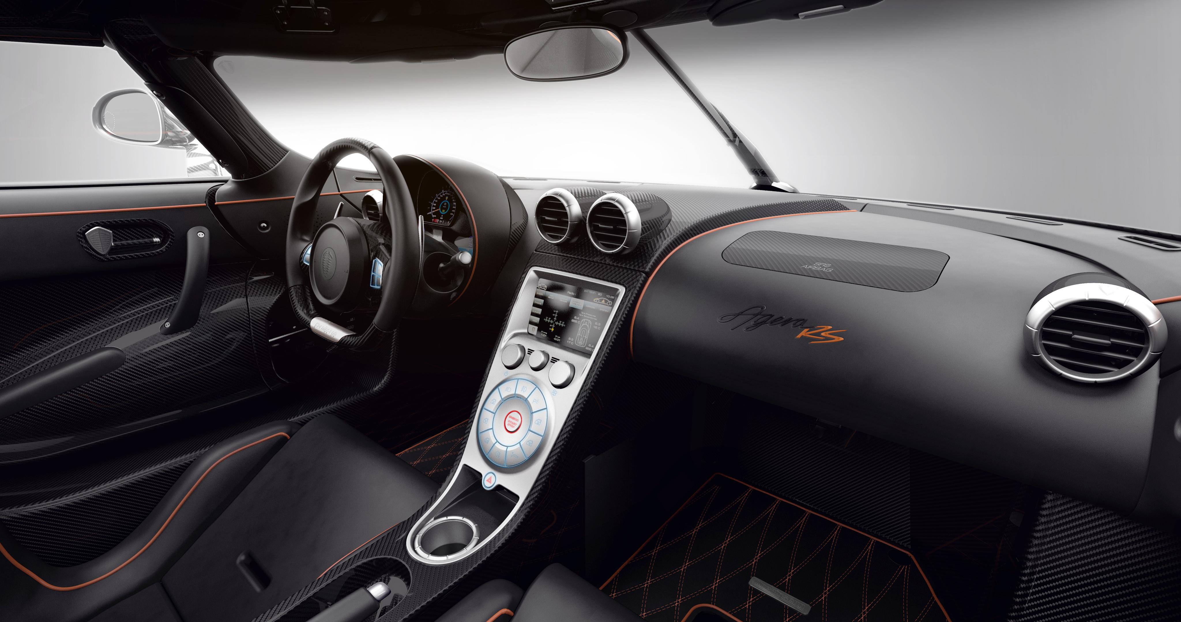 Koenigsegg Agera RS - intérieur volant