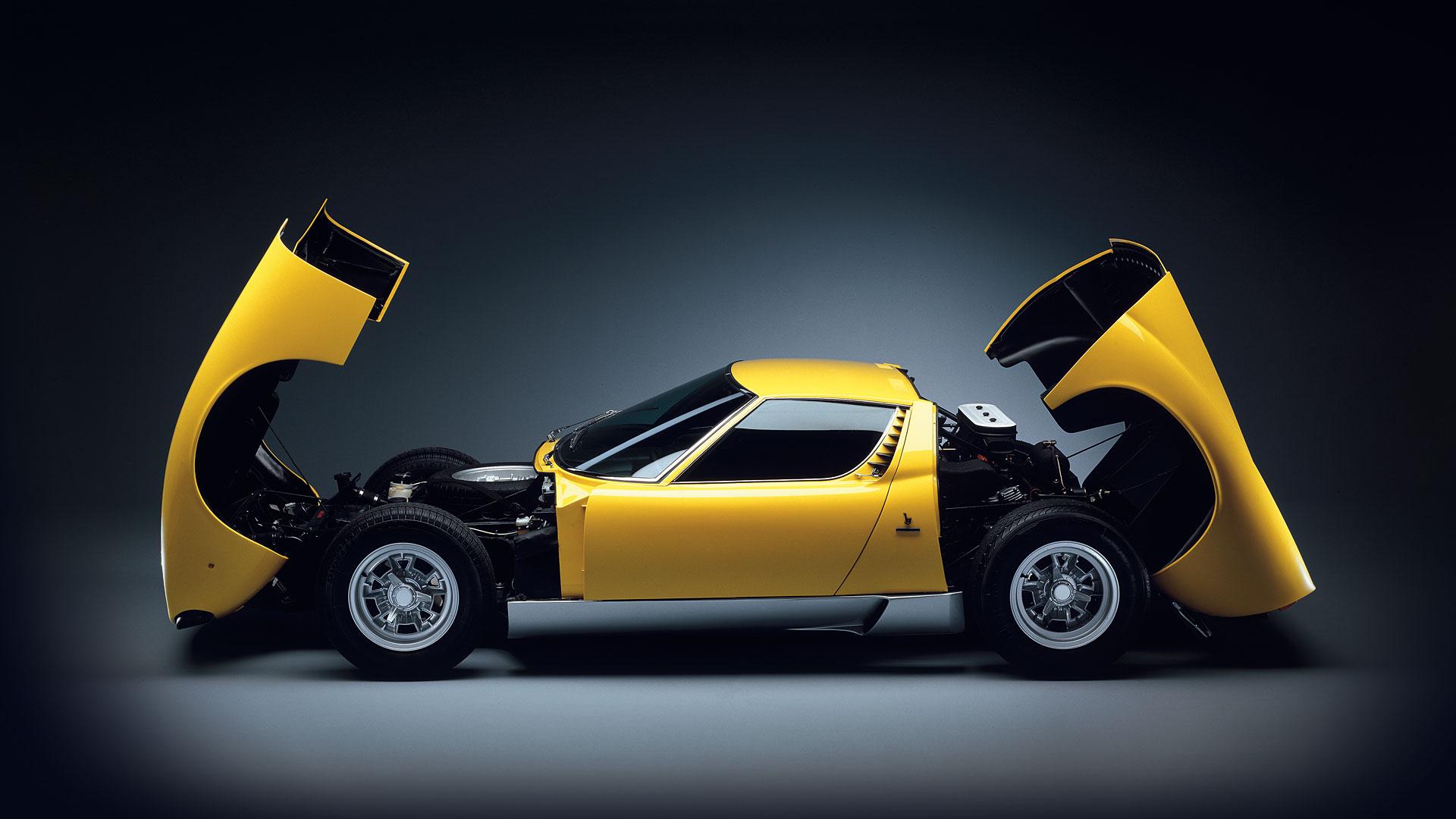 Lamborghini Miura - profil - capot ouvert / side-face - open