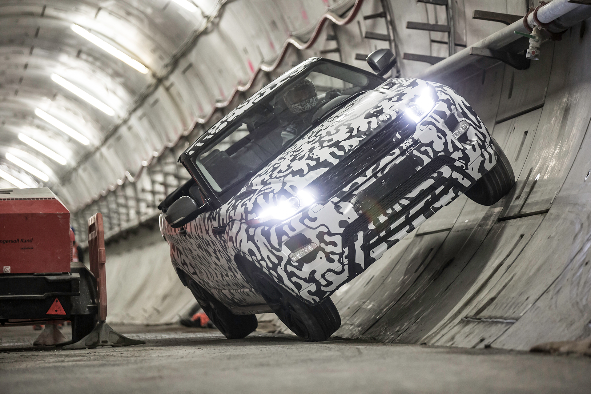 Land Rover Range Rover Evoque Convertible - avant / front - teaser underground