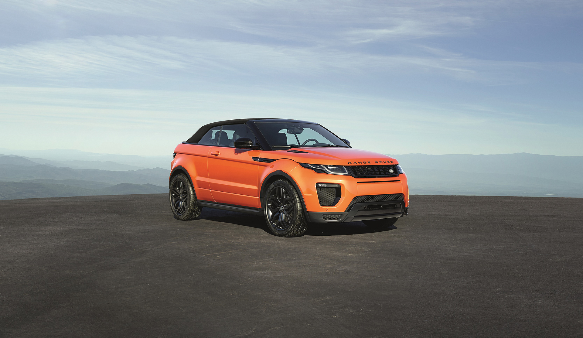 Land Rover Range Rover Evoque Convertible - profil avant / front side-face - close top / toit fermé