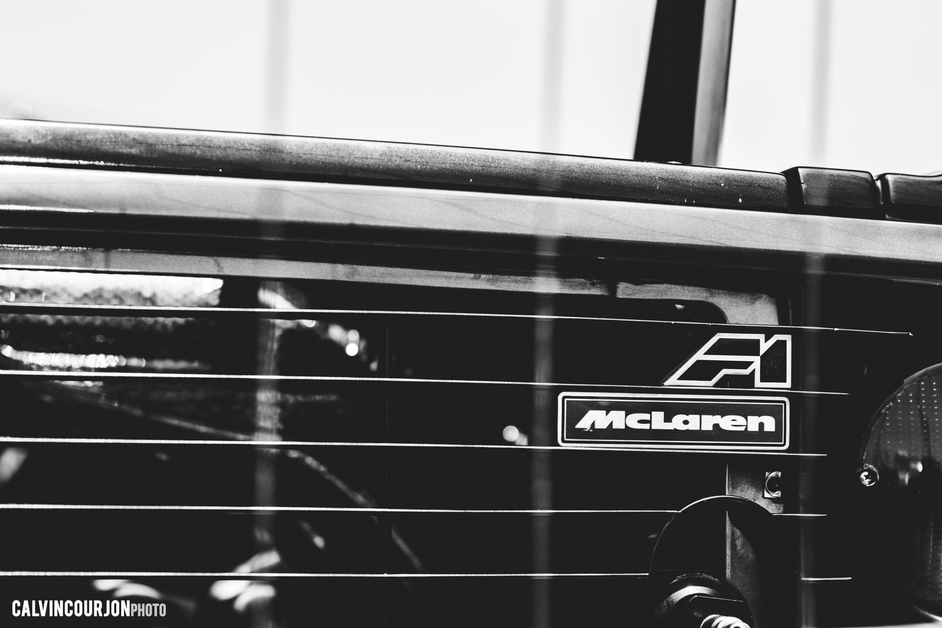 McLaren F1 road-car (1994) logo - 2015 - photo Calvin Courjon