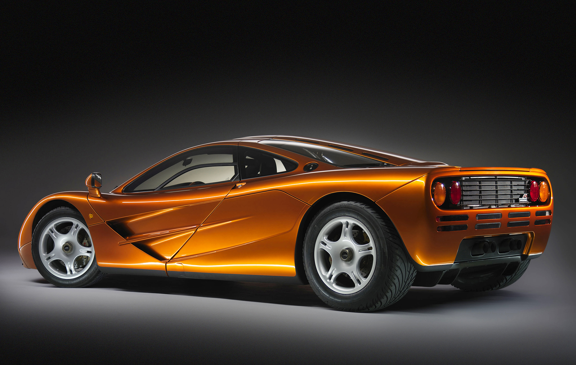 McLaren F1 - rear side-face  / profil arrière