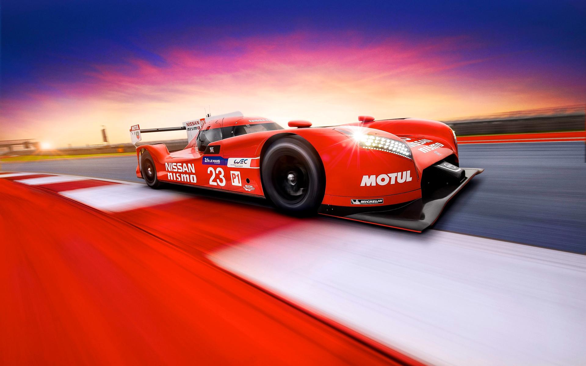 Nissan GT-R LM NISMO - sur circuit - profil avant