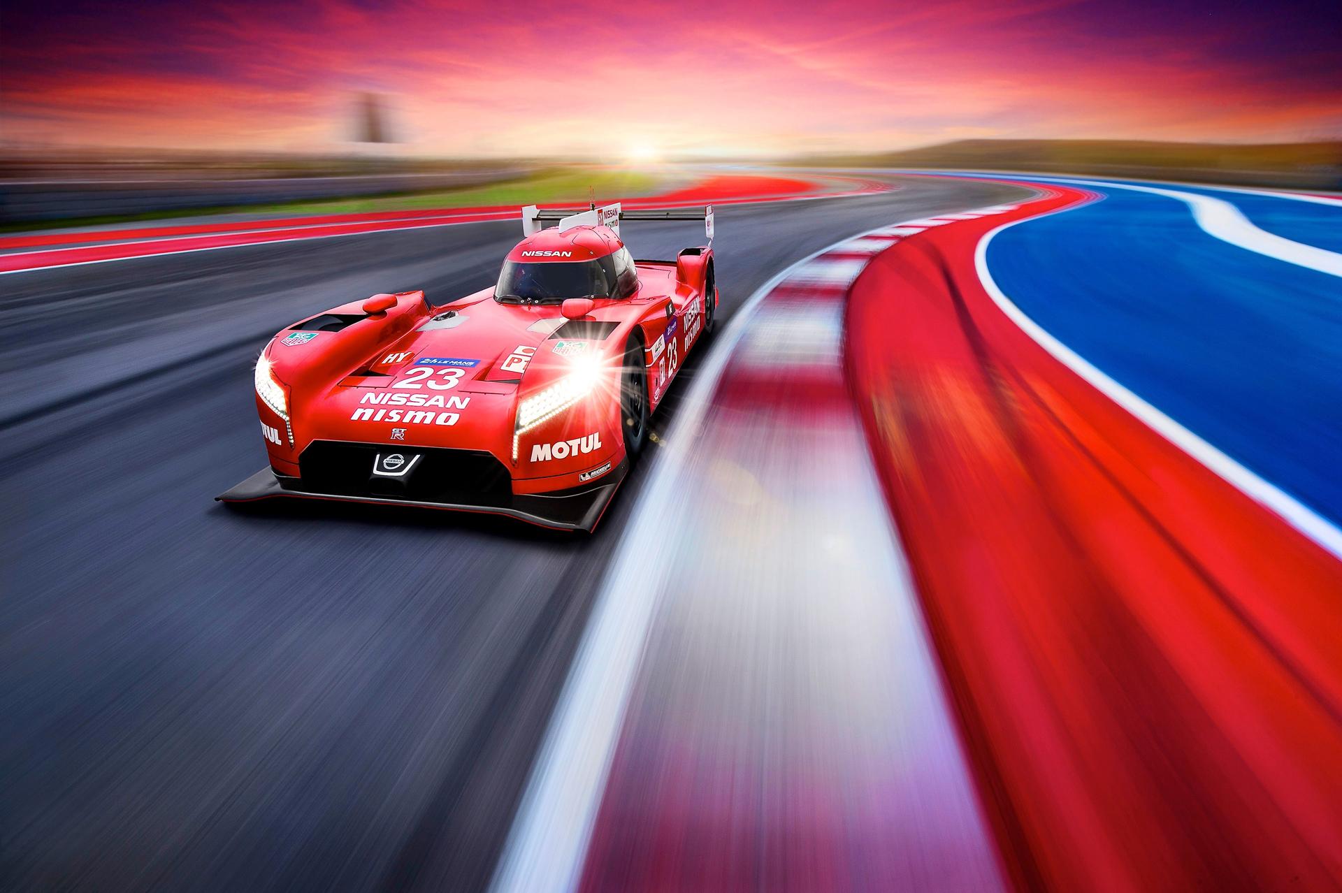 Nissan GT-R LM NISMO - sur circuit - face avant