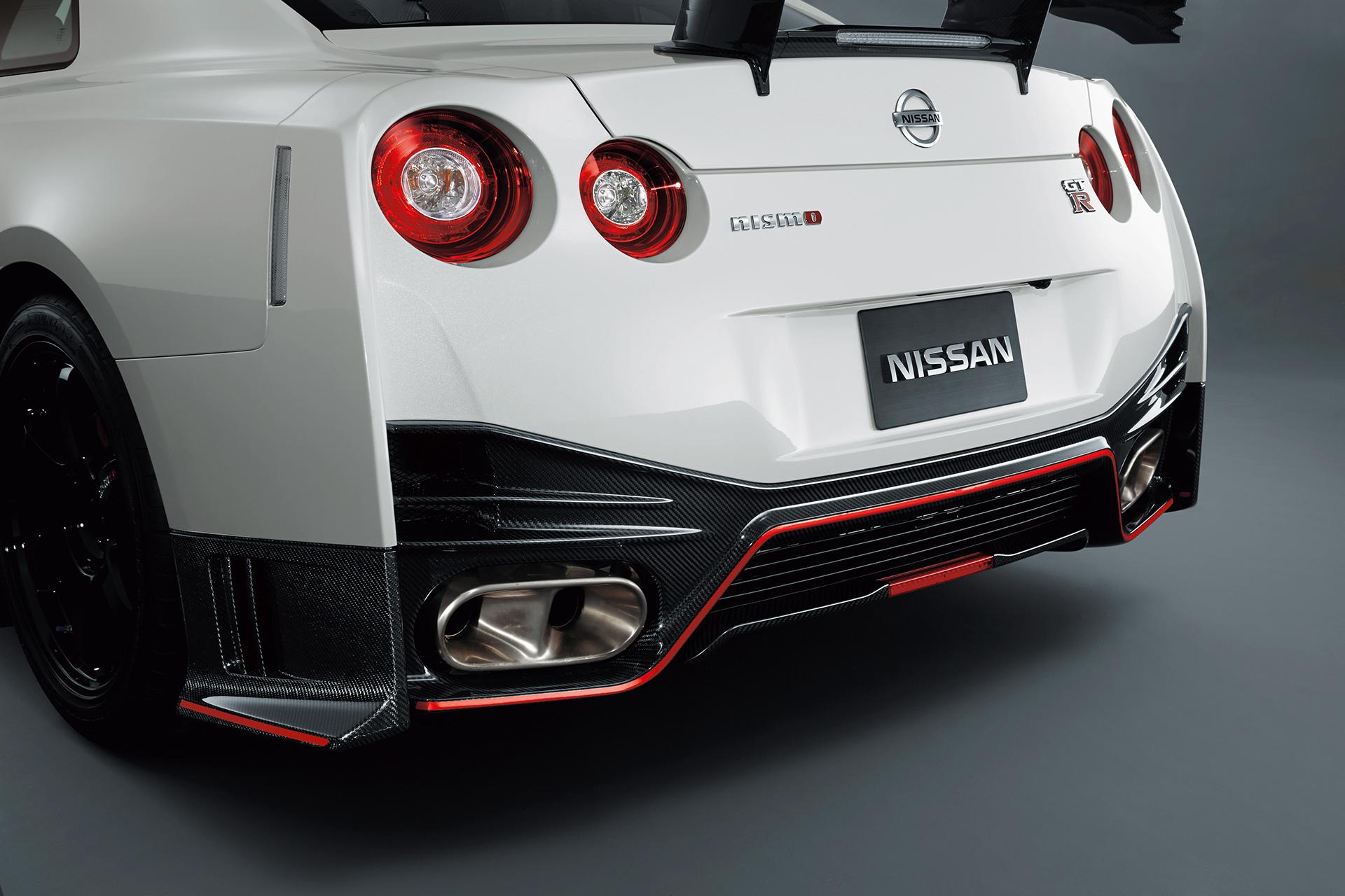 Nissan GT-R NISMO 2015 - profil arrière / rear side-face