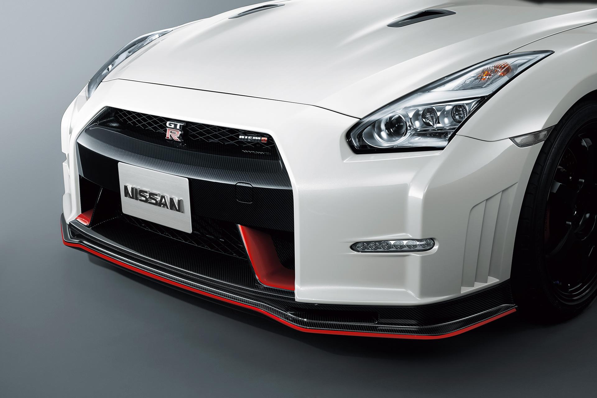 Nissan GT-R NISMO 2015 - profil avant / front side-face