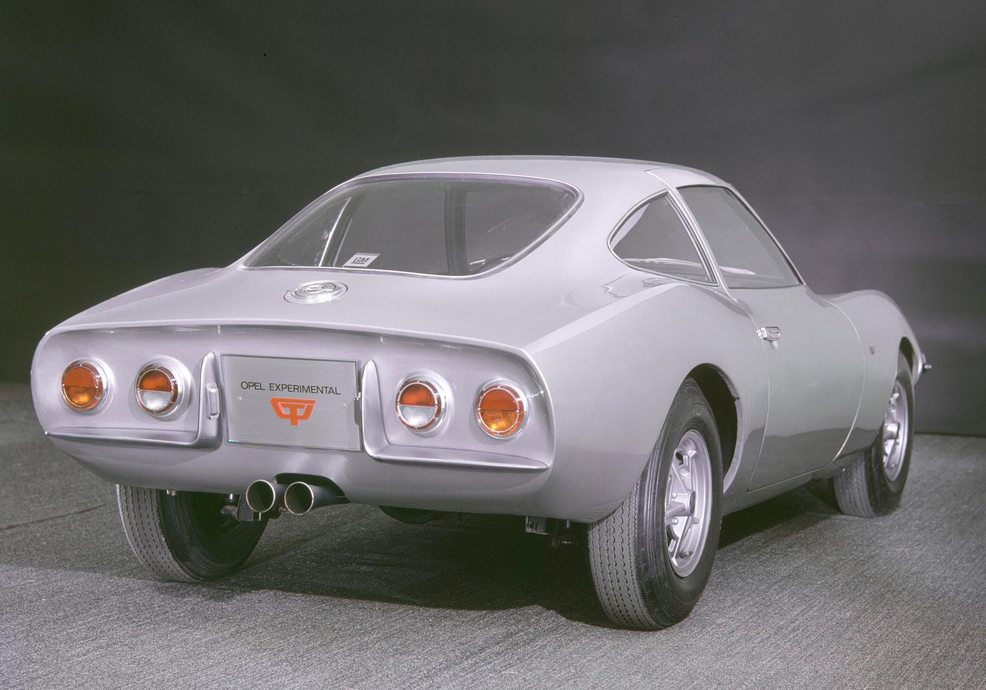 Opel Experimental GT - 1965 - arrière / rear - Image - GM Company.