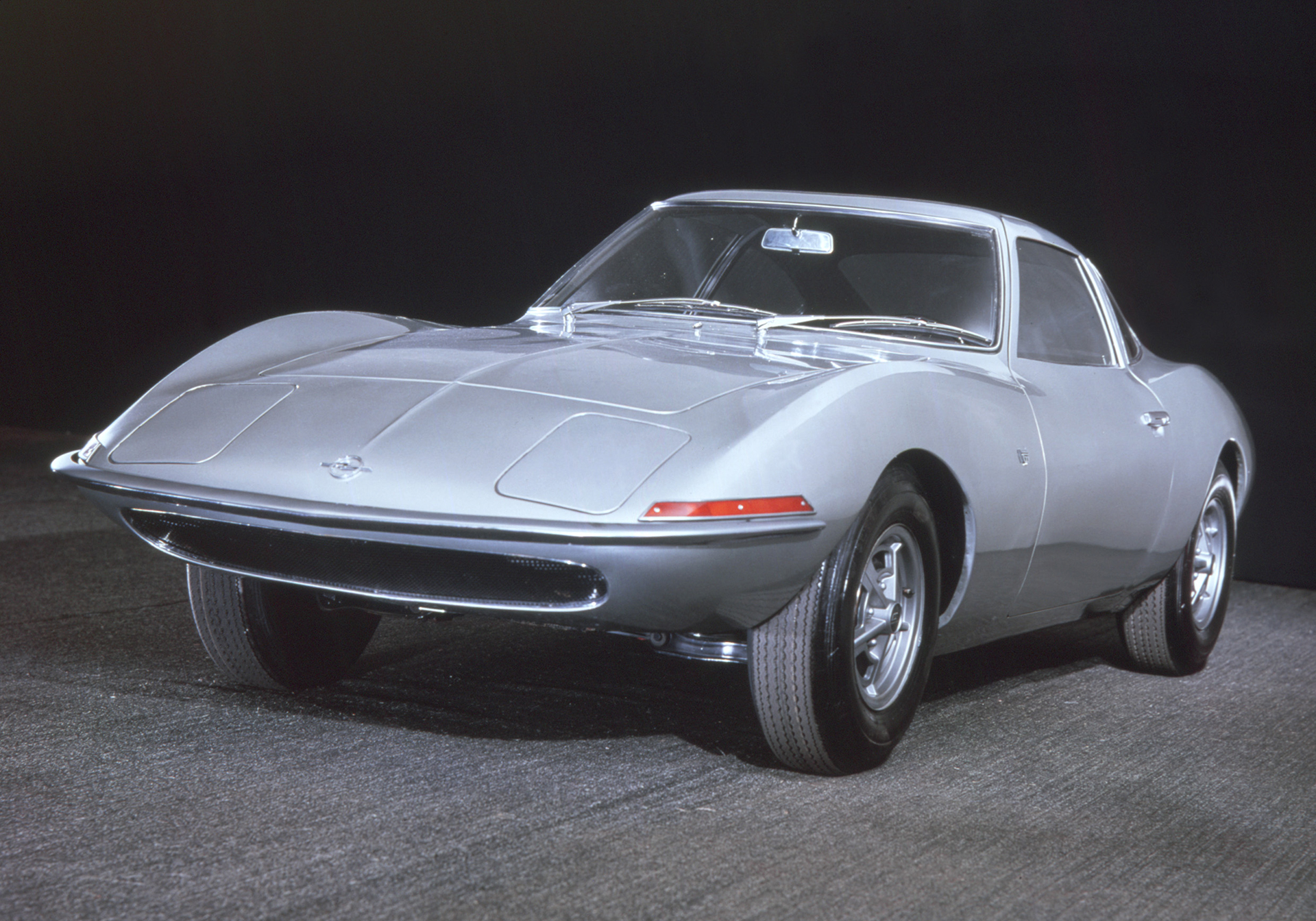 Opel Experimental GT - 1965 - avant / front - Image - GM Company.