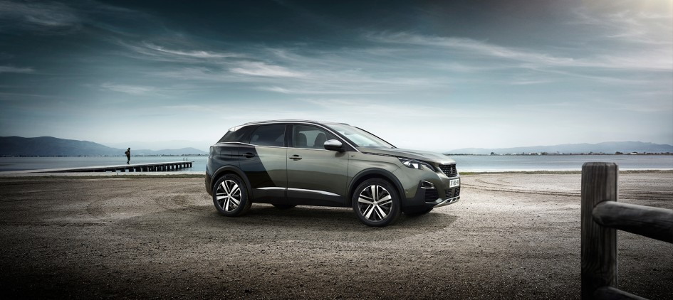 Peugeot 3008 - GT - 2016 - profil / side-face - plage / beach