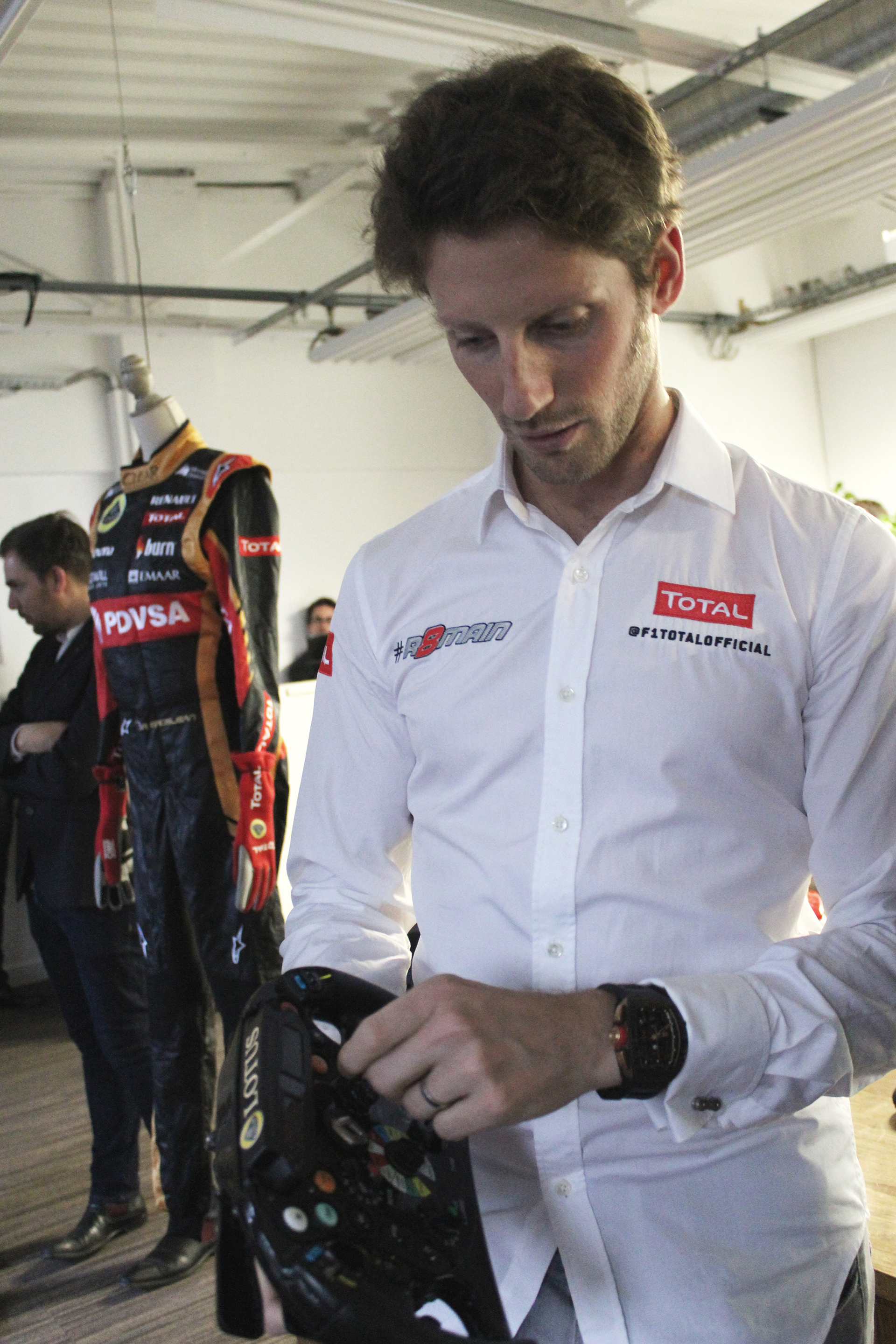 Romain Grosjean explique le volant de F1- ThePretender NUMA - Paris 2015 - Photo Arnaud