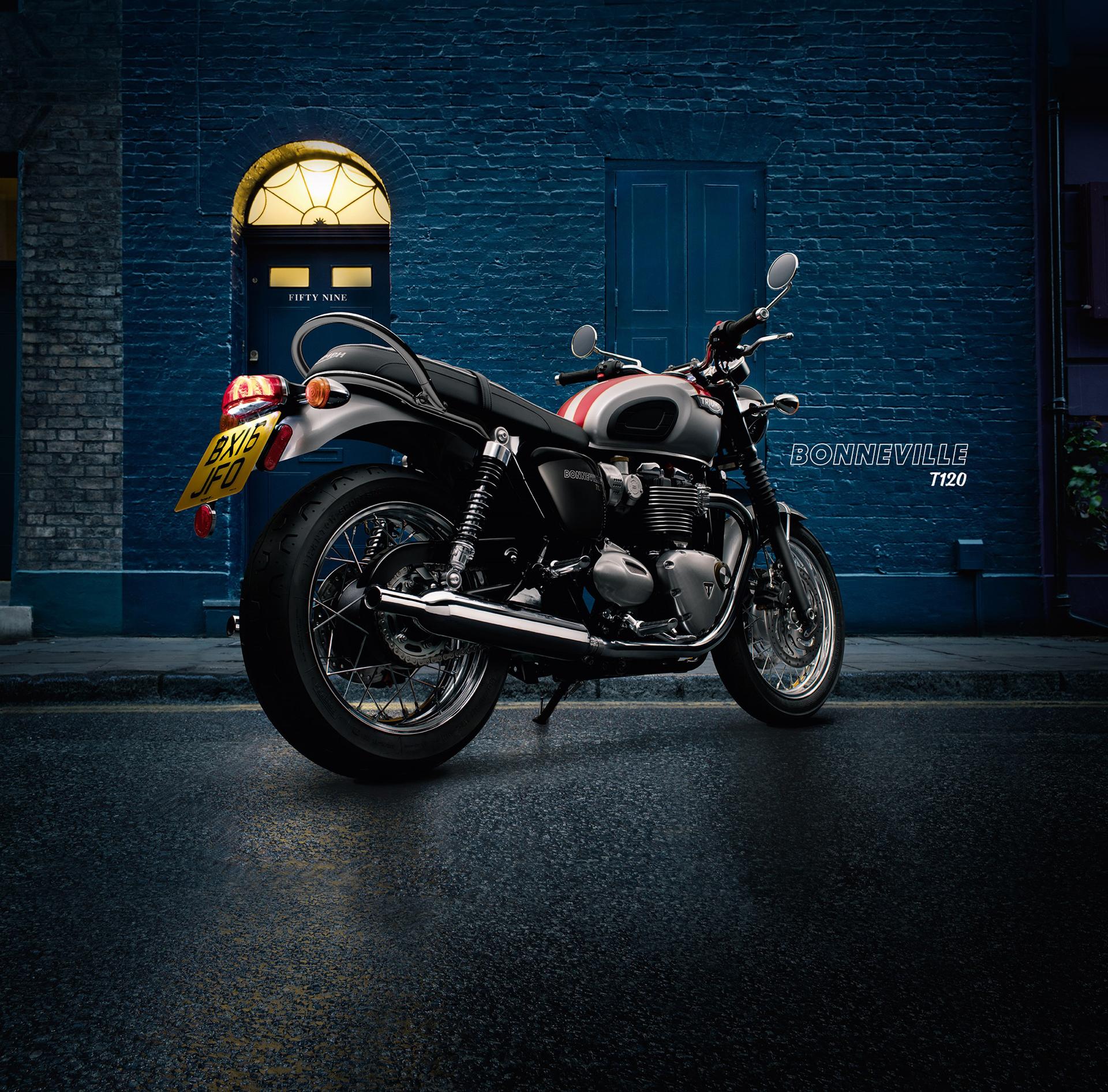 Triumph Bonneville T120 - 2016 - profil arrière