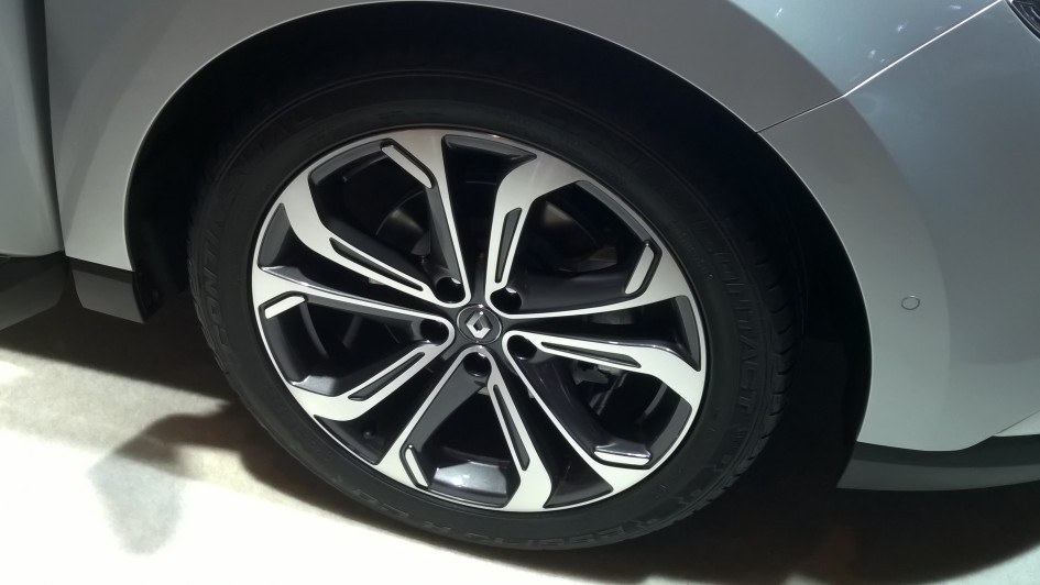 Renault Twingo 3 - jante - Paris 2014 - DESIGNMOTEUR