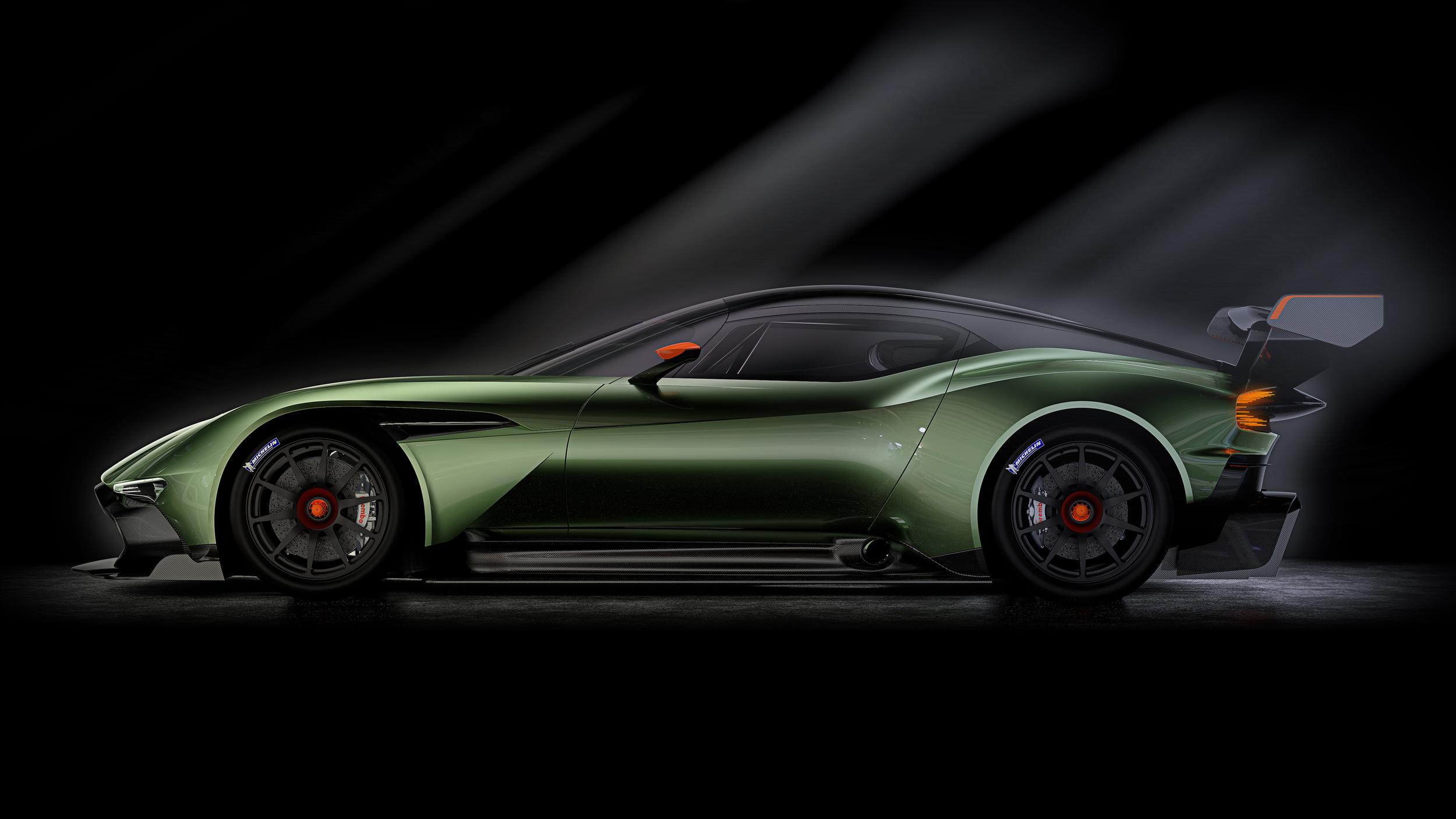 Aston Martin Vulcan - profil