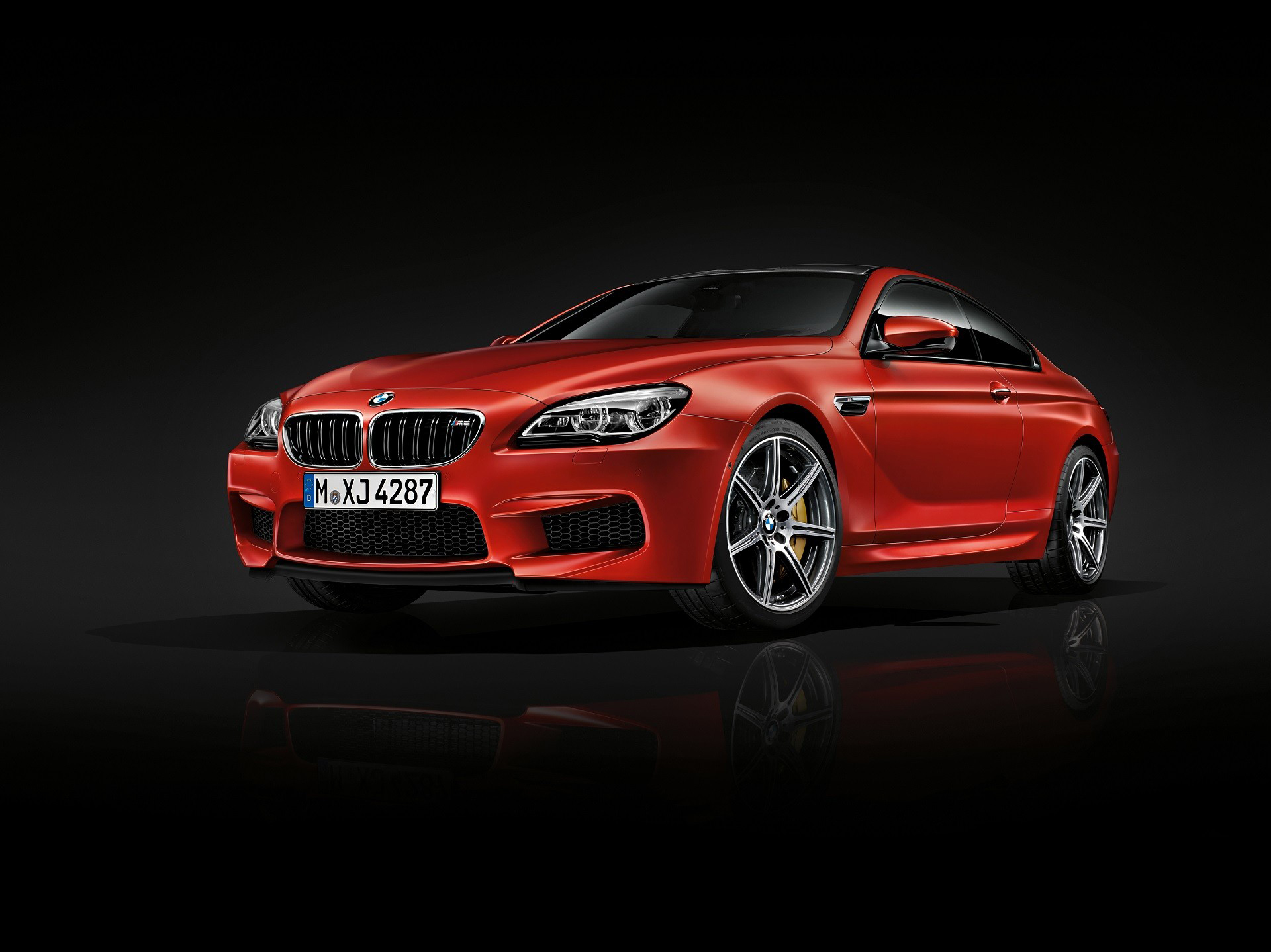 BMW M6 coupé 2015 - front side-face / profil avant
