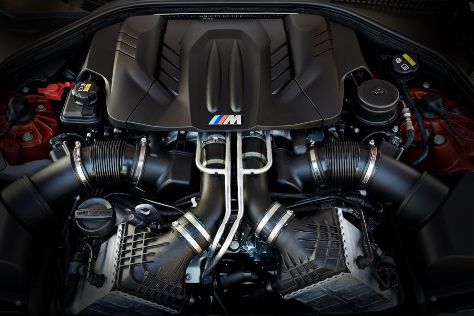 BMW M6 - 4.4-liter V8 engine / moteur V8 turbo 4,4 litres
