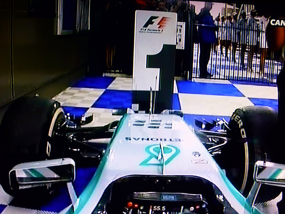 emplacement de la victoire - Mercedes - F1 OnBoard